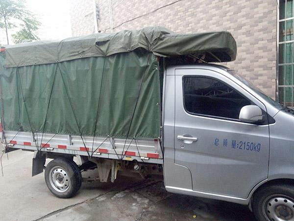 广州大众搬家,车辆行驶在路上